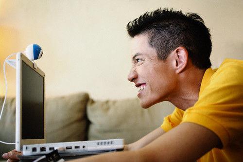 Men Around the World React to Women's Dating Profiles Dating Profiles